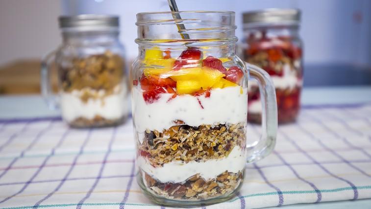 VIDEO: Zajtrk v kozarčku z domačo granolo v prahu (foto: Danijel Čančarević)