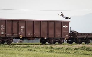 VIDEO: Nor spektakel na akrobatskem vlaku!