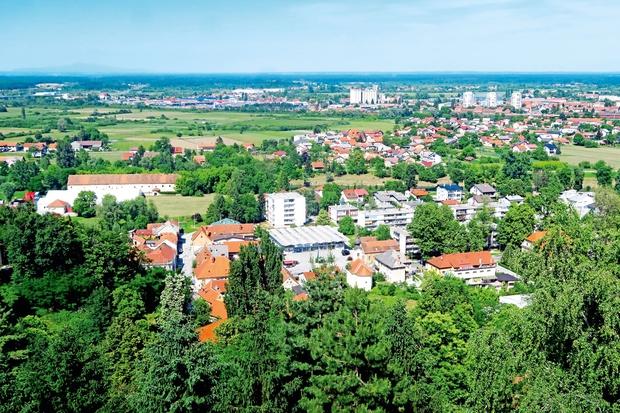 Karlovec: Mesto parkov, rek in 'spominkov'  na različna zgodovinska obdobja
