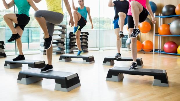 Na uro skupinske vadbe vedno vzemite ... (foto: Profimedia)