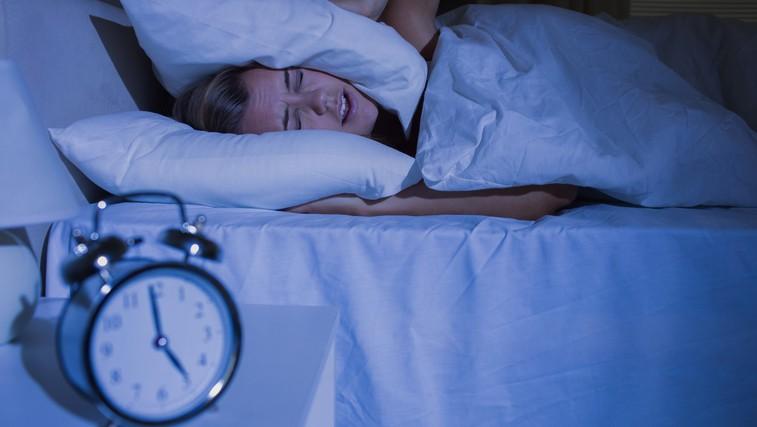 Kaj pomeni, če se ponoči vedno zbujate ob enaki uri? (foto: Profimedia)