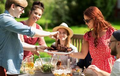 Kako brezskrbno uživati v poletnih piknikih, ne da bi se obremenjevali s kalorijami