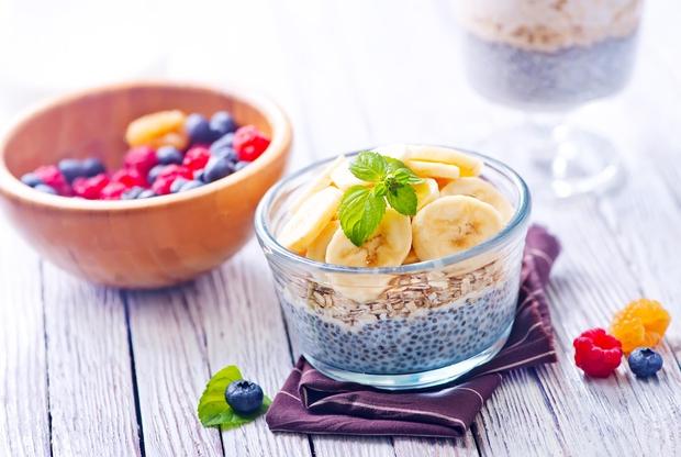 CHIA SEMENA Semena vsebujejo skoraj 20 odstotkov beljakovin, so odličen vir magnezija, železa, kalcija in omega 3 maščobnih kislin. Ker ...