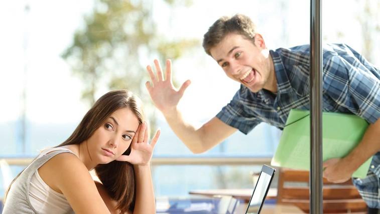 Darjo razmišlja: Imate občutek, da vas ljudje ignorirajo? (foto: Shutterstock)