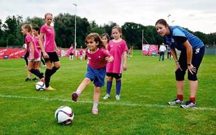 Razbijamo stereotipe: Zakaj bi se morale tudi deklice preizkusiti v nogometu