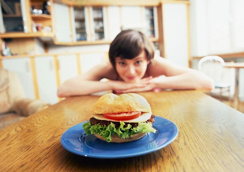 Kako zlahka oklestite 500 kalorij na dan (brez vadbe)