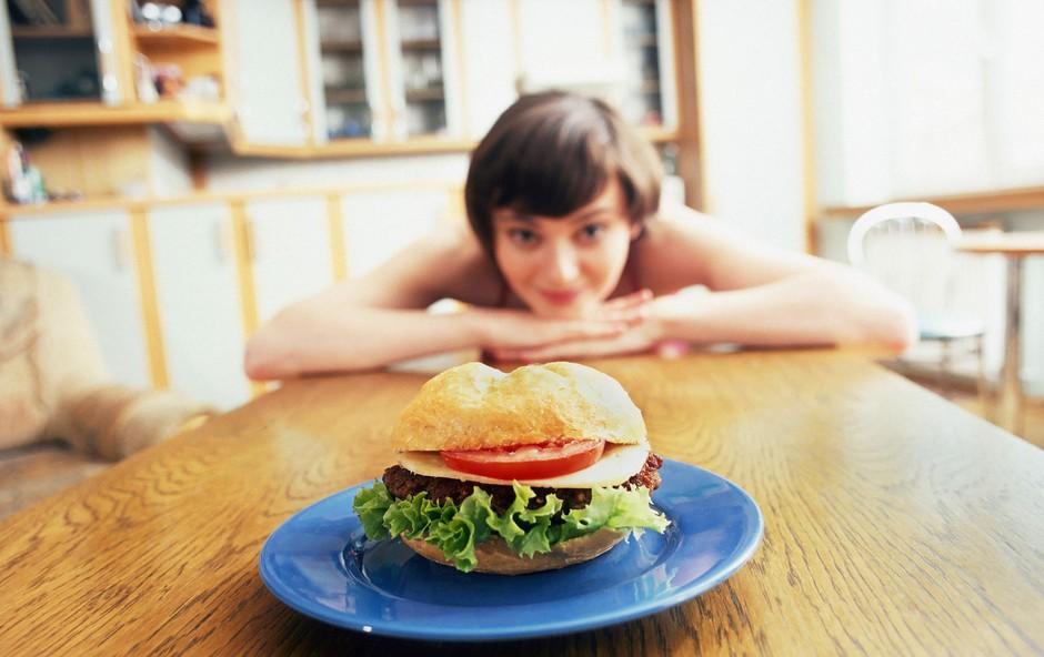 Kako zlahka oklestite 500 kalorij na dan (brez vadbe) (foto: Profimedia)