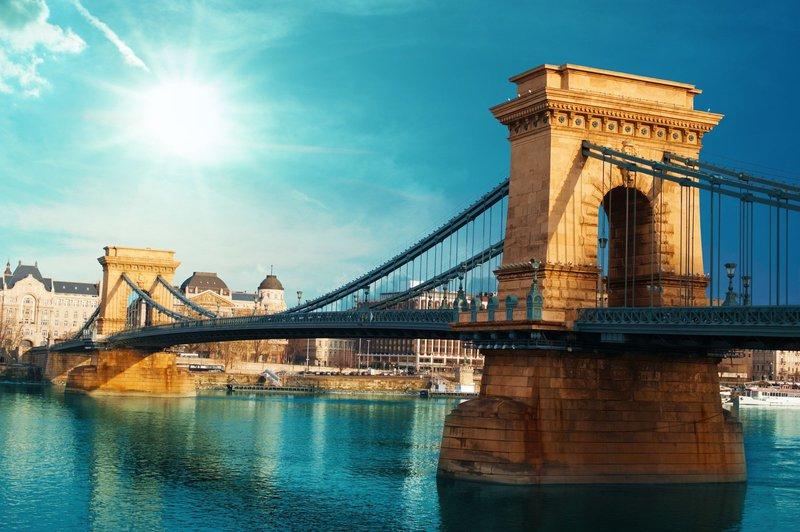 Szenchenyijev verižni most, Budapest
