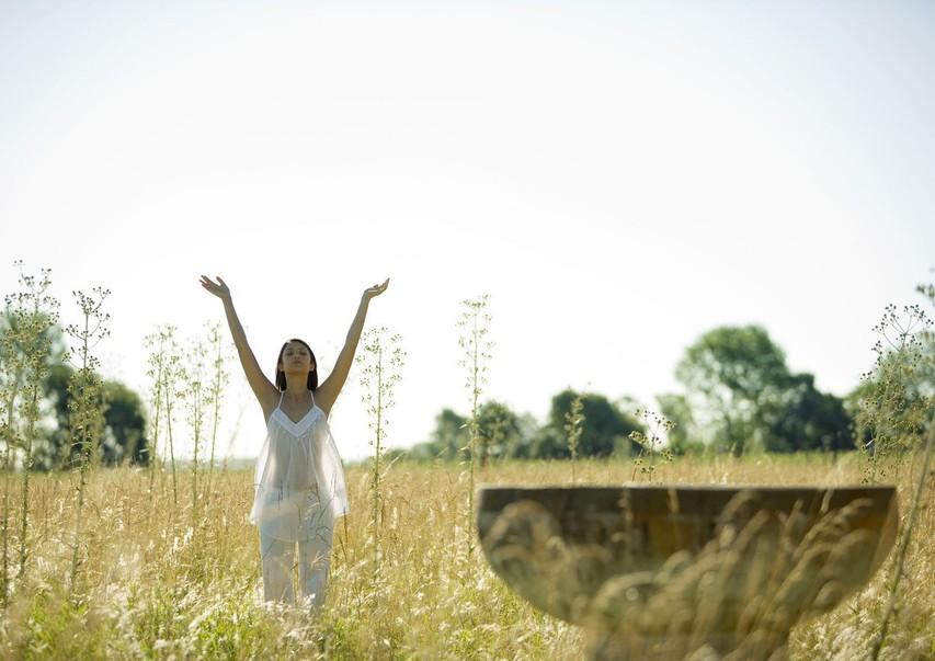 Pozdrav soncu: 10 pozitivnih učinkov te starodavne vaje