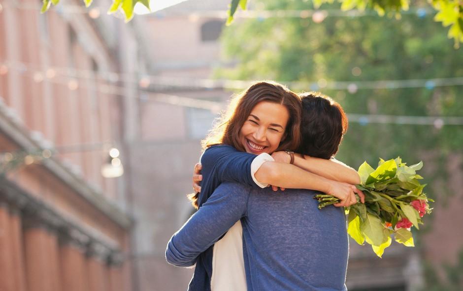 Če počne teh 8 stvari, si želi postati več kot prijatelj (foto: Profimedia)