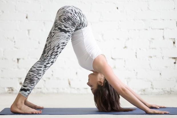 Adho Mukha Svanasana Z vajo boste dobro raztegnili mišice celega telesa. Predvsem pa boste v trenutku vedeli, katere mišice so ...
