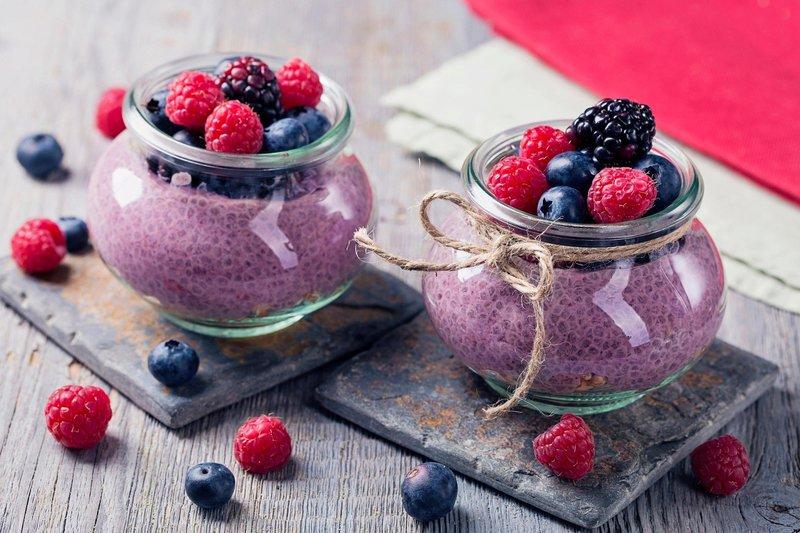 Puding s chia semeni in jagodičevjem