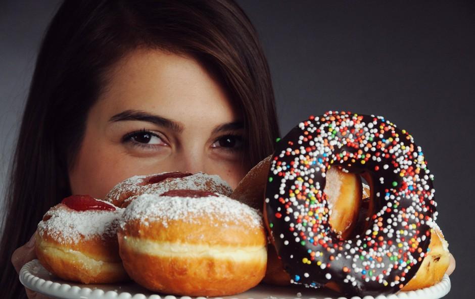 Kako zmanjšati vnos sladkorja in poskrbeti za stranske učinke? (foto: Profimedia)
