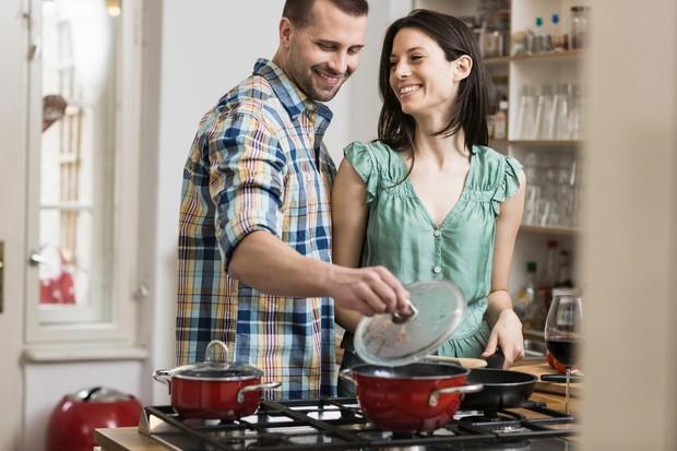 Partner zažge kosilo Zgodi se vsakemu, tudi najboljšim kuharjem. Vi pa ste našli nekoga, ki je pripravljen skrbeti za vas …