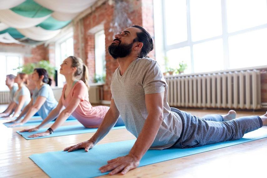 7 zdravilnih učinkov joge na MOŠKE