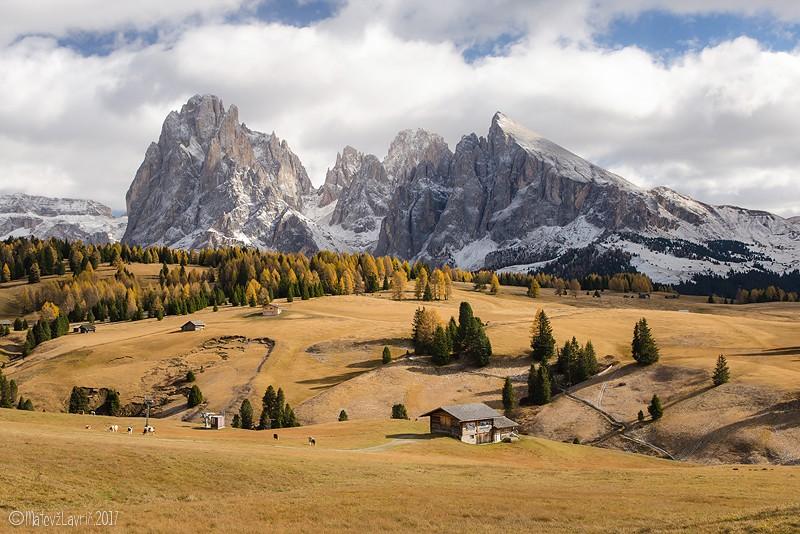Alpe di Siusi - Gorovje Sassolungo, na desni Sassopiatto