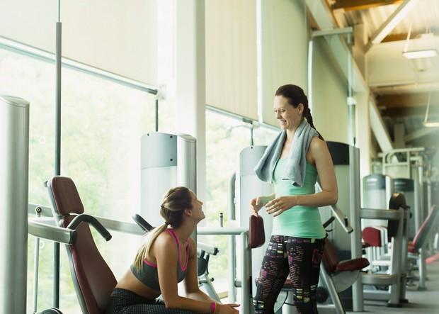 Pogovarjanje z ostalimi Tudi če se na trening odpravite s prijateljem, ga verjetno ne porabite za pogovor in druženje, ampak …