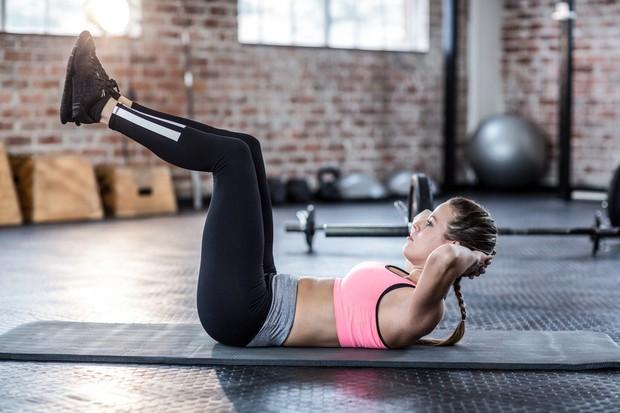 Trebušnjaki Vajo že precej dobro poznate in kot razberemo iz imena, je odlična za trebušne mišice. Tokrat med izvajanjem dvignite ...