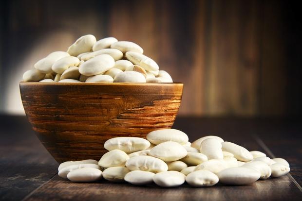 Fižol. Odličen vir vlaknin in rastlinskih beljakovin, poskrbi pa tudi za dobro porcijo kalcija, kalija in magnezija. Uporabite ga v …