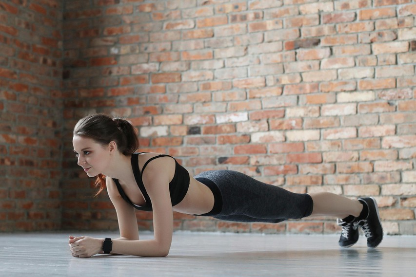 Zato bi morali vsak dan delati plank!