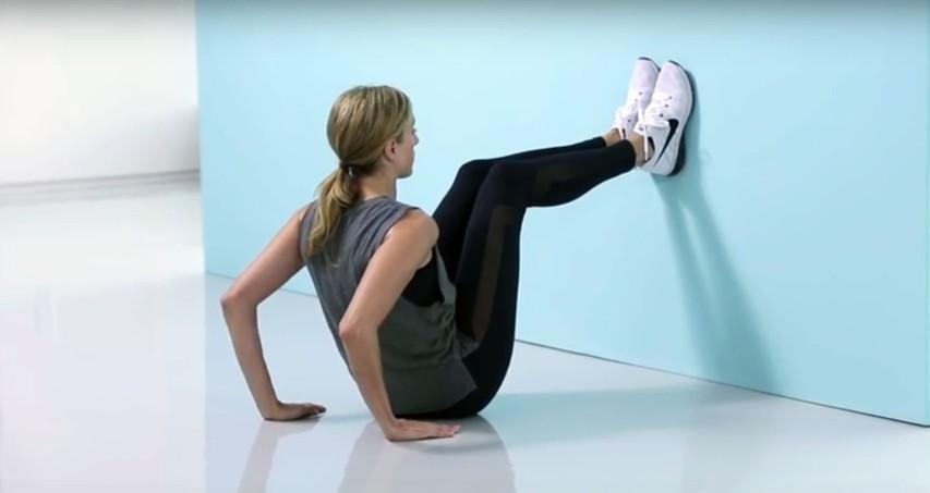 VIDEO: Poiščite najbližjo steno in preizkusite odličen trening za čvrste trebušne mišice