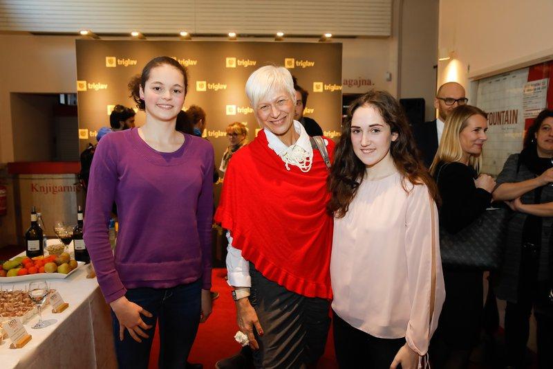 Barbra Drnač z mladima, uspešnima športnicama-plavalko Katjo Fain in karateistko Mašo Simonič