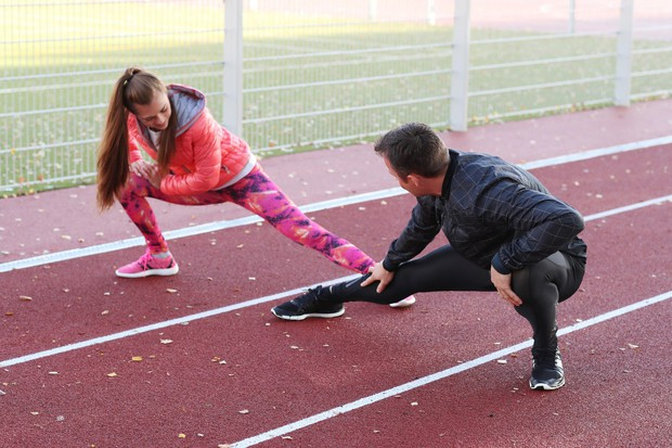 Vključijo prijatelje Svoje športne načrte delijo s prijatelji, ki niso nujno partnerji za vadbo. Skupaj si na primer zadajo, da …
