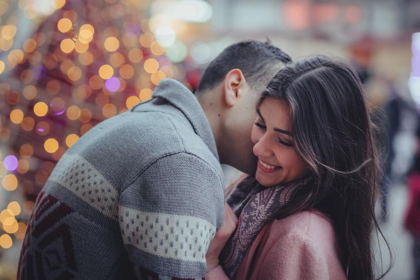 """Koliko časa potrebujemo, da prvič rečemo """"ljubim te""""?"""