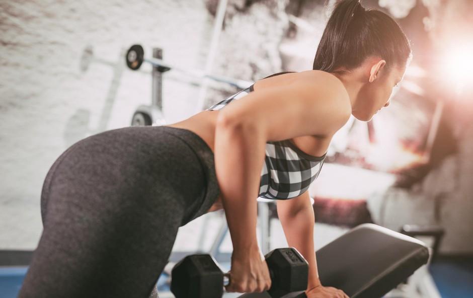 Vas jezijo maščobne blazinice ob modrčku? Preizkusite ta 10-minutni trening! (video) (foto: Profimedia)
