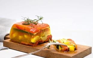 Zelenjavni žele s krompirjem in dušeno papriko