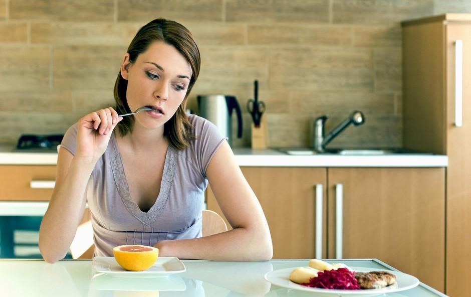 Razmišljate o dieti? Najprej izločite naslednjih 5 živil! (foto: Profimedia)