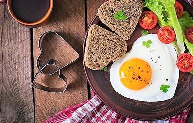 9 razlogov, zakaj bi morali VSAK DAN pojesti 2 jajci