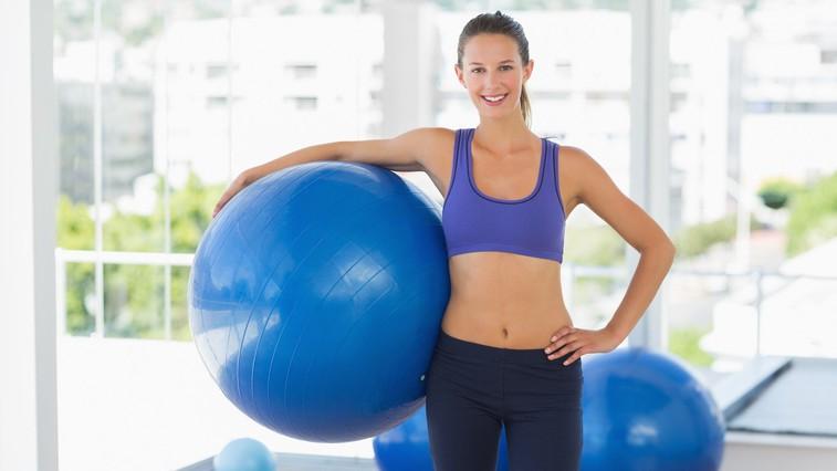 Spomladanski izziv z žogo: Sestavimo trening za noge, trebuh in hrbet! (foto: profimedia)