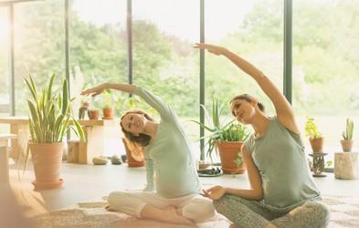 3 jogijski položaji za lajšanje bolečin in napetosti (ter napake, ki jih morate odpraviti)