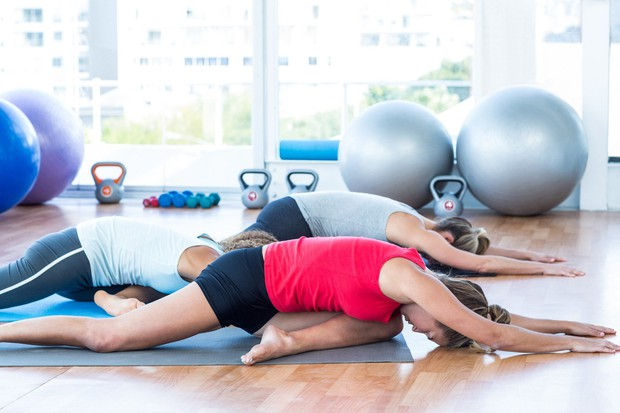 Golob Sprednjo nogo pokrčite pred seboj in zadnjo iztegnite, kot bi delali izpadni korak v sedečem položaju. Peto sprednje noge ...
