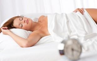 7 dobrobiti, ki jih prinaša spanje brez oblačil