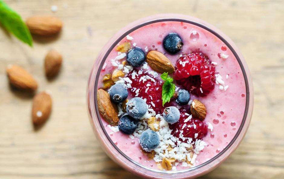 Katere sestavine morate dati v smuti, če pazite na vnos sladkorja (foto: profimedia)