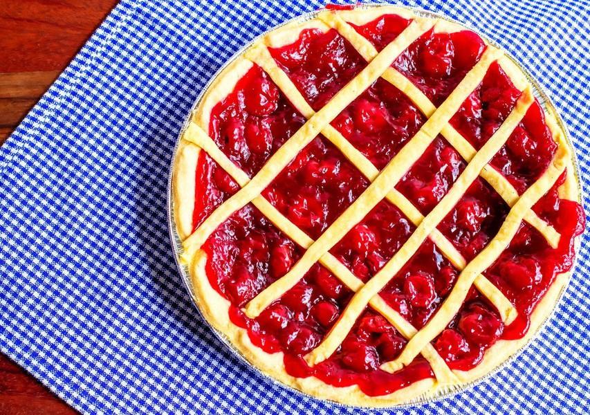 Češnjeva pita (brez mleka, jajc in sladkorja)