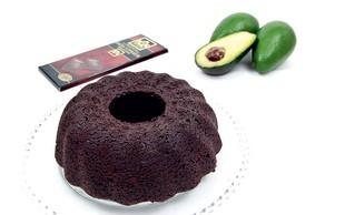 Veganski čokoladni kolač z avokadom (brez jajc in mleka)
