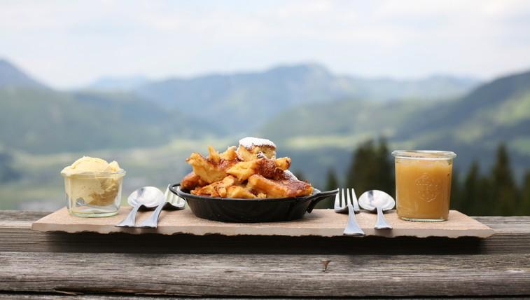 Degustacija avstrijskih dobrot med pohodom na Osojščico (foto: Andras Jokuti)