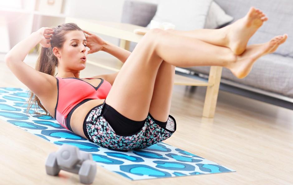 VIDEO: 2-minutni jutranji trening za več energije in vitko telo (foto: Profimedia)