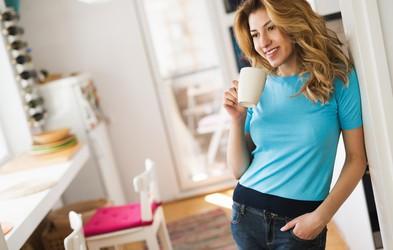 3 vaje za lepo oblikovane roke, ki jih naredite med kuhanjem jutranje kave