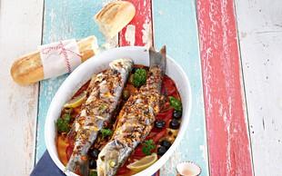 Marinirana riba  s paradižniki in olivami