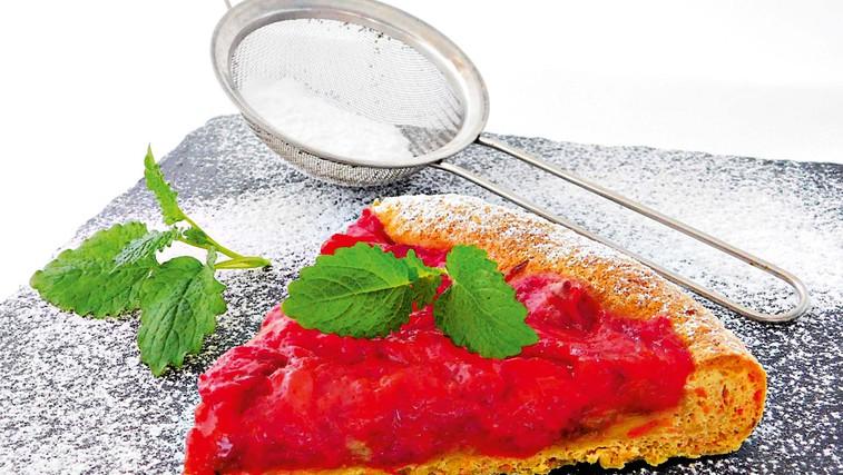 Korenčkova pita z jagodami (foto: osebni arhiv)
