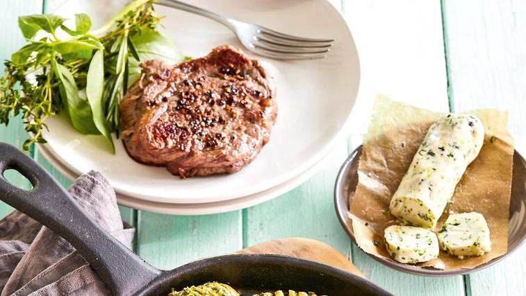 Steak z zeliščnim krompirjem (foto: Profimedia)