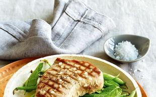 Tunov steak s stročjim fižolom in meto