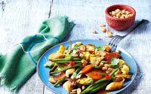 Piščanec z zelenjavo in arašidi
