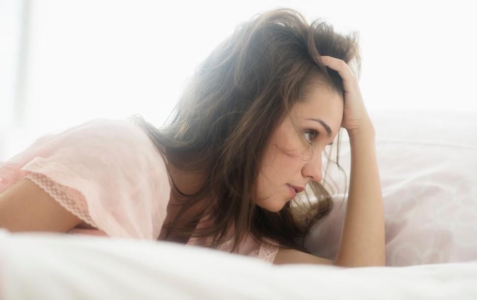 5 znakov, da skrivate čustva in ignorirate odločitev, ki si je ne želite sprejeti (foto: Profimedia)