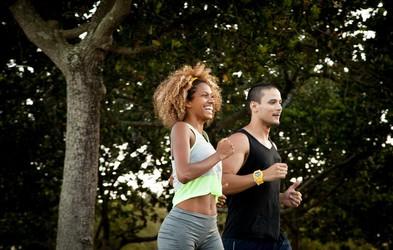 Kako opraviti trening teka s počasnejšim prijateljem za vadbo?