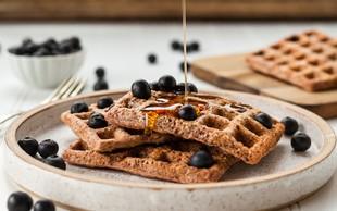 Zakaj nizek vnos ogljikovih hidratov in uživanje zdravih maščob pripomore k izgubi telesne teže (+ slasten recept)